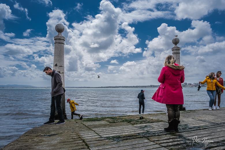 Lissabon - Ik heb er even op moeten wachten maar volgens mij staat iedereen hier in een fotogenieke positie.