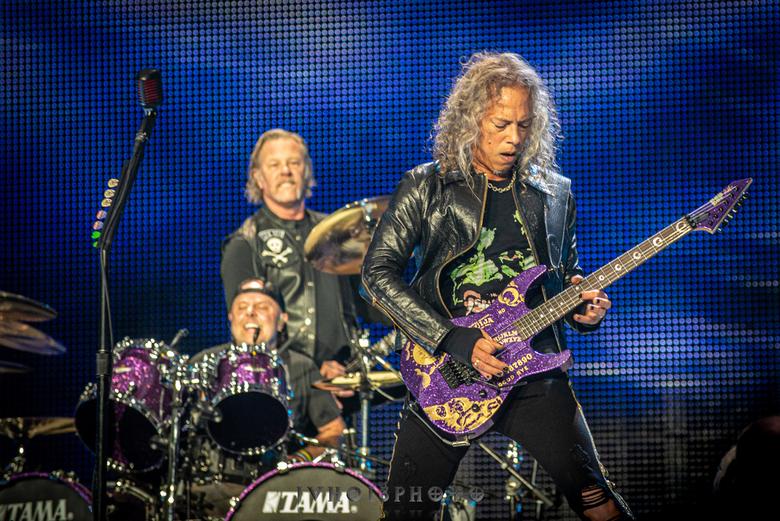 Metallica - JvH013Photo - Zware Metalen - 110619-65 - Tot op heden één van mijn twee grootste gigs die ik mocht doen. Hier drie leden gevangen in één