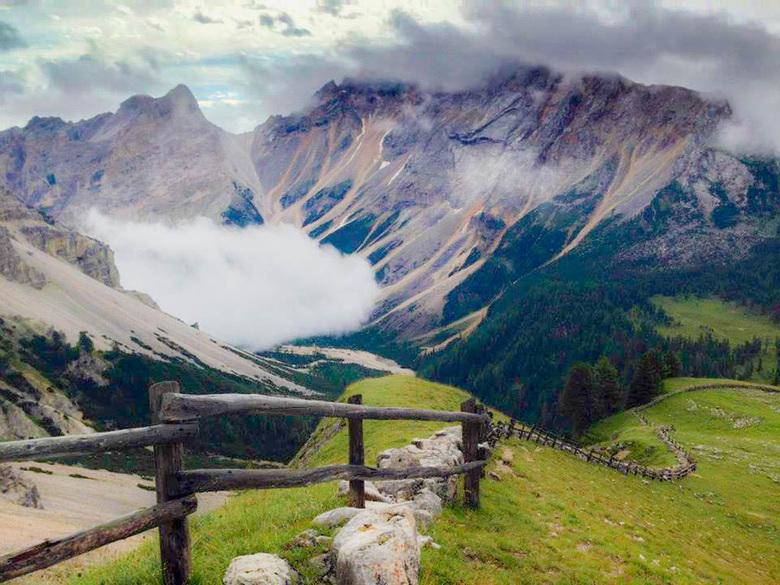 Geef verbeelding de ruimte #2 - Nog een kijkje in het dal, we gaan op weg naar Wengen, langs de rand van het Fanesplateau.