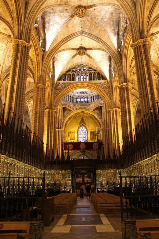 kathedraal Barcelona - licht en donker