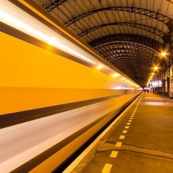 Trein verlaat het Station