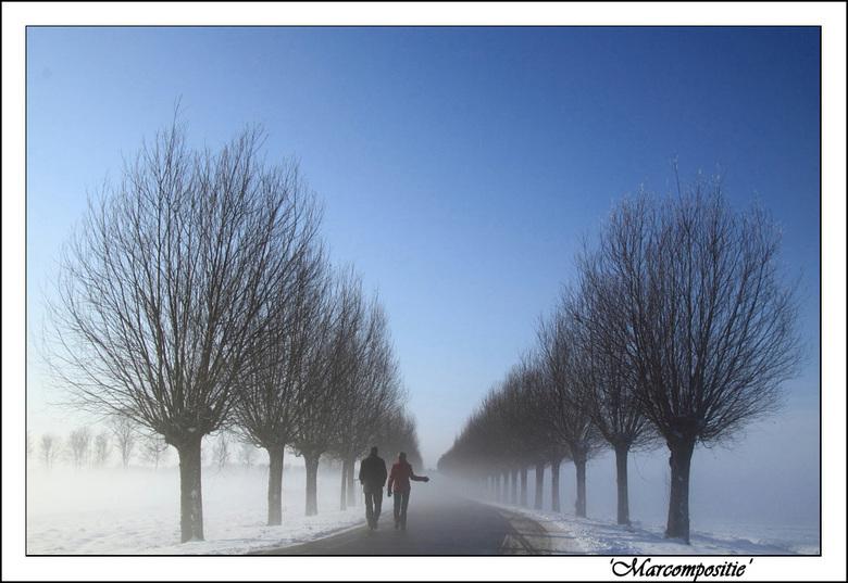 Walking with a stranger on my side - Of is het naar een vreemde. Hoe dan ook er wordt in ieder geval gewandeld in een mooie omgeving.
