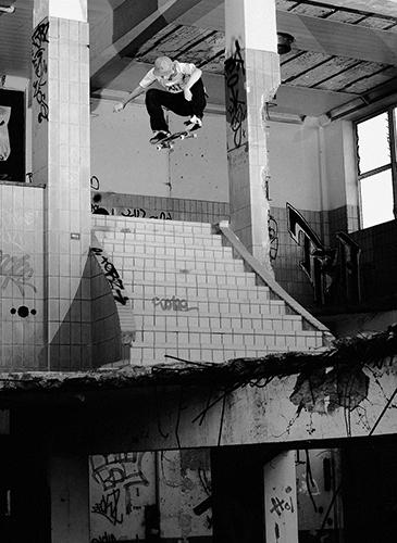 Skaten in een oude fabriek