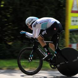 LET OP overstekende fietsers