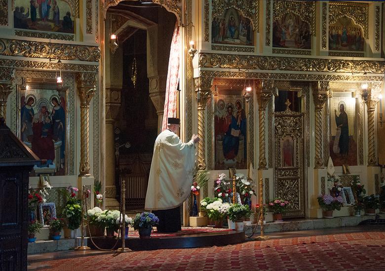in een oosters orthodoxe kerk 1605075898Rmw - in Roemenie