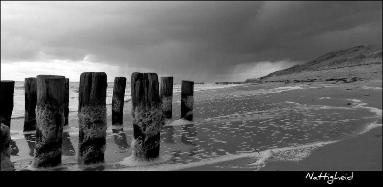 Nattigheid - Nr. 3 van deze miniserie van gistermiddag op het strand tussen Vlissingen en Dishoek.<br /> Uitloper zonder veel schuim laat direct een
