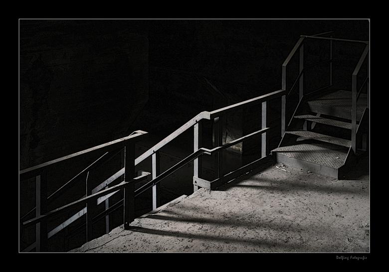 Shadow Stairs - Nu eens geen HDR, maar gewoon een vrij straight foto, waarbij alleen de scherpte iets is aangepast vanuit RAW en iets nog gecropt. <br