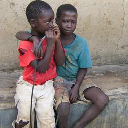 Zij zien... elkaar [Straatkinderen in Oeganda]