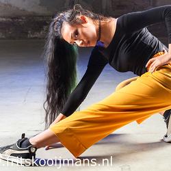 Model met de gele broek