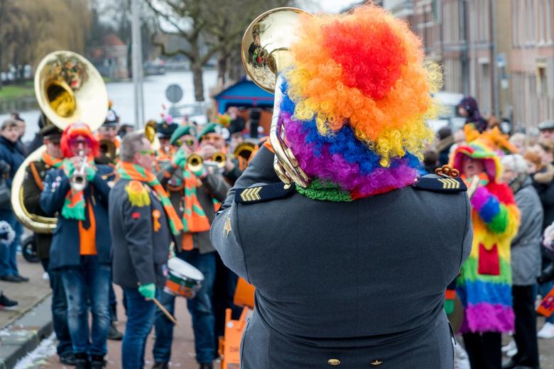 Carnaval Kabbelgat 2017 - Muziekgroep tijdens de carnavalsoptocht in het Kabbelgat (Delft)