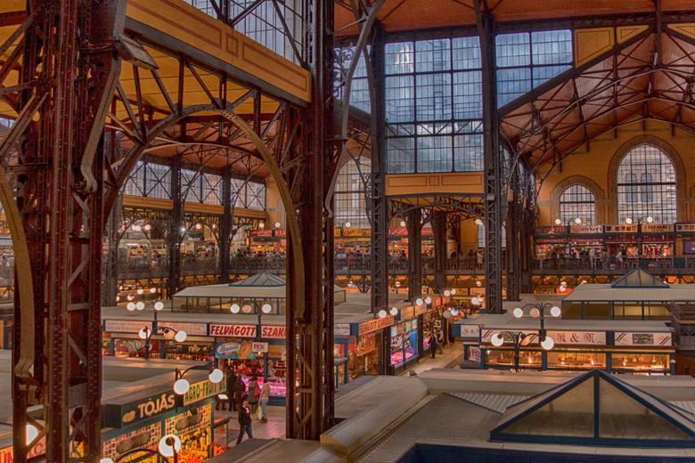 Nagycsarnok Boedapest - Bewerkte surrealistische foto van de overdekte grote markt in Boedapest