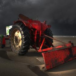 tractor op strand