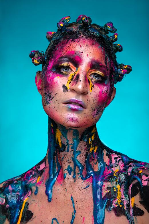 Kleur - make-up: Leonie Schuurman<br /> model: Debbie Huisman<br /> fotografie: Sanne van Bergenhenegouwen