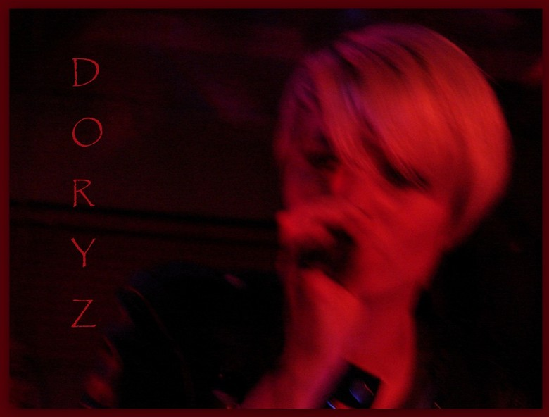 Doryz - Afgelopen zaterdag presenteerde onze dochter Dorothé met haar rock-band haar eerste cd-tje in &quot;De Delft&quot; te Rotterdam.<br /> De ban
