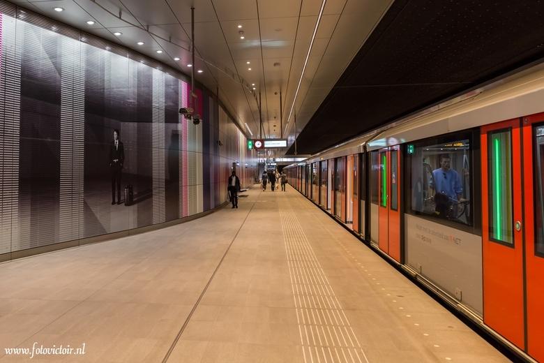 Amsterdam Noord Zuidlijn station Rai - Bedankt voor de reacties op mijn vorige uploads. Nu een aantal opnames van Amsterdam en de Noord / Zuidlijn. De
