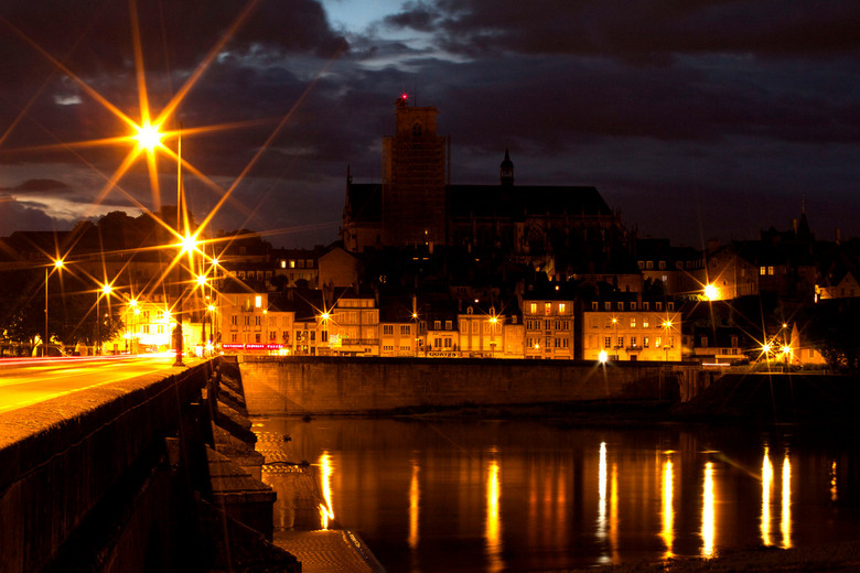 verlicht - Een avondje op stap in Nevers.