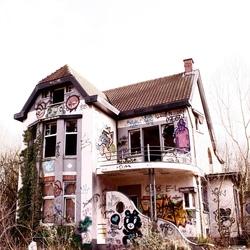 Verlaten villa in Doel..