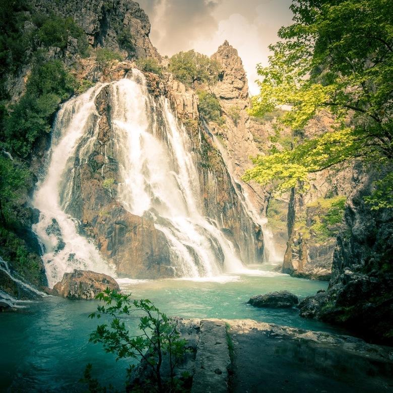 Dreamy Flying Waterfall - Waterval in turkije bij het Taurus gebergte.