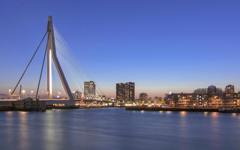 Rotterdam - Een opname van vorig jaar ... het is al zo vaak vastgelegd maar het blijft een prachtige stek om te fotograferen.