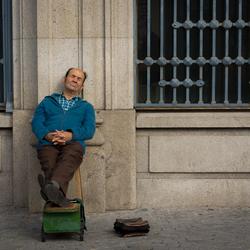 schoenenpoetser_in_Porto.jpg