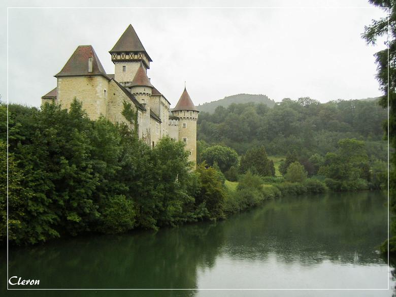 Cleron - Nog een foto van voordat ik een DSLR had. Een prachtig kasteel aan de rivier 'la loue'.