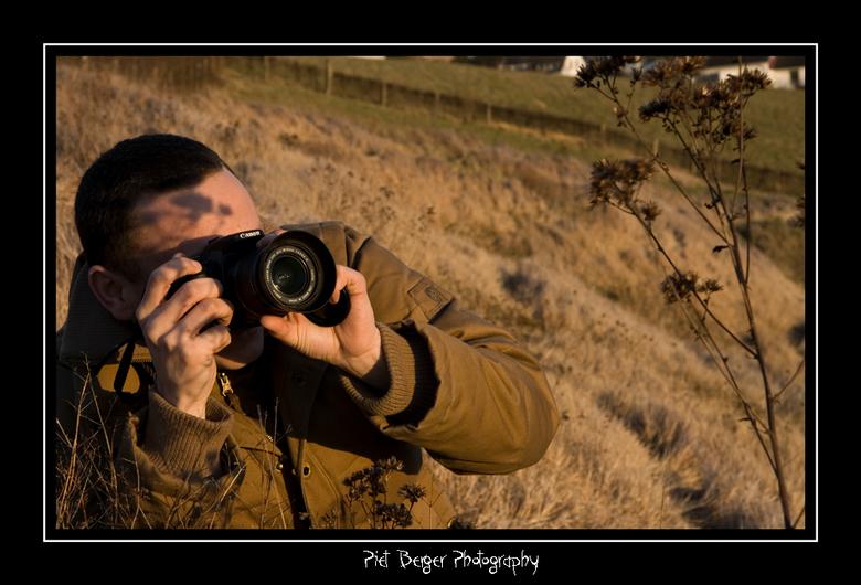 De natuur fotograaf - Een vriend/collega fotograaf die druk bezig is wat planten op de gevoelige plaat vast te leggen.