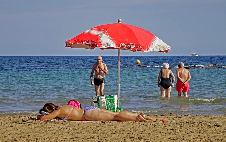 Even naar het strand - Na het snoeien en andere werkzaamheden even uitwaaien op het strand. groeten, Nel