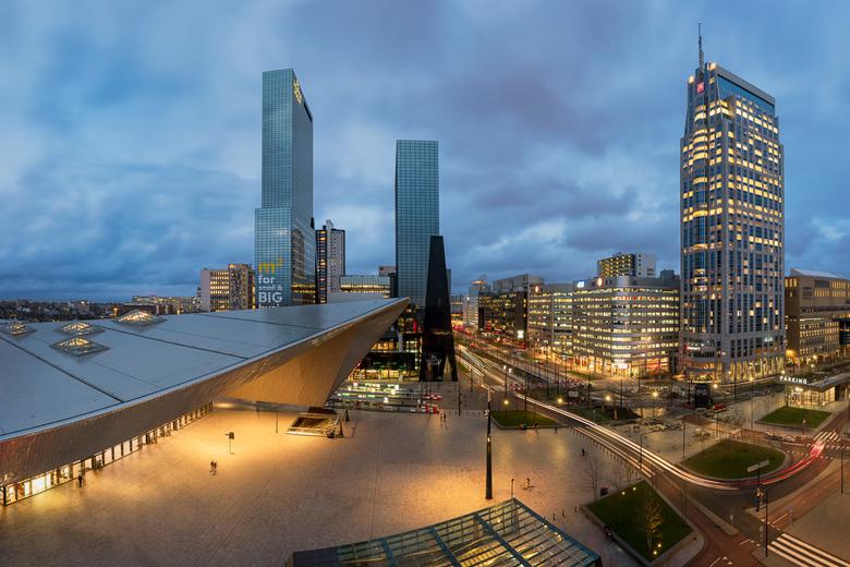Uitzicht op het Stationsplein - Vanaf het dak van het Groothandels Gebouw aan het stationsplein van Rotterdam is er een prachtig uitzicht te vinden va
