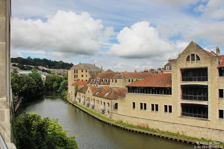 Bath 29 - Nog een blik verder stroomopwaarts de Avon rivier in Bath
