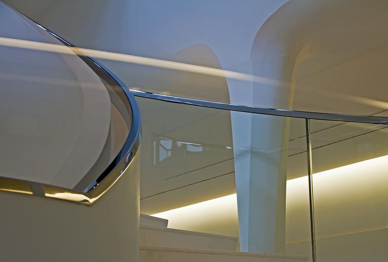 Drents Museum Assen 9 - Door het glas van de trapleuning gemaakt.