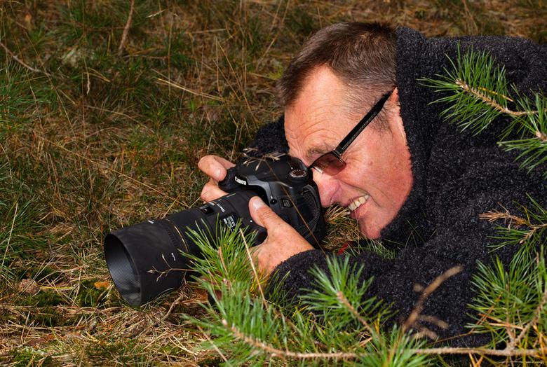 Mijn portret - Zo zie ik er uit als ik plat op mijn buik lig om macro te fotograferen.<br /> Deze is genomen door een geweldig persoon voor mij ieman