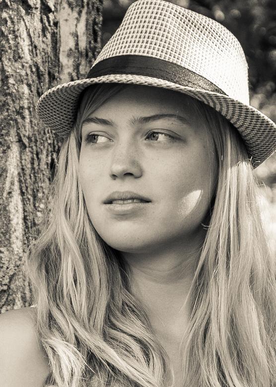 Meisje met hoed -