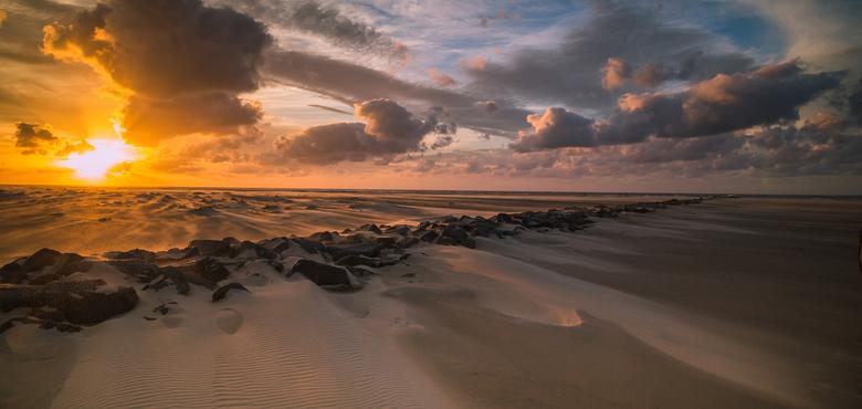 Texel op zijn mooist - Zonsondergang op het strand bij De Cocksdorp, Texel.