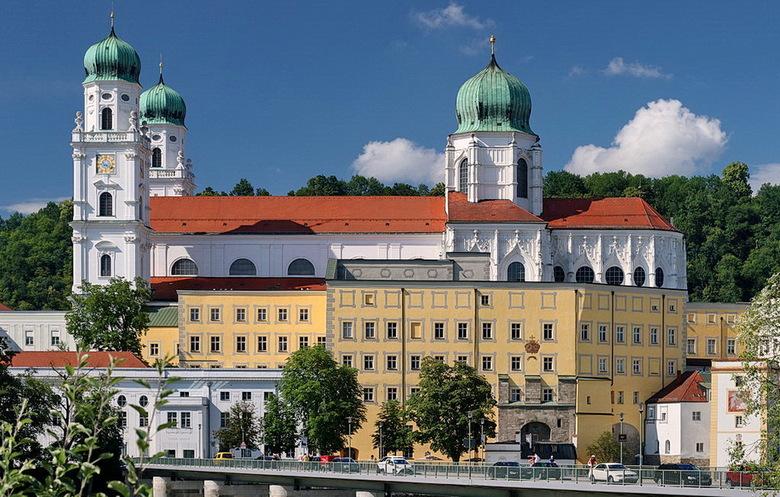 Passau Duitsland. - De dom St Stephan in de Duitse stad Passau is een uit 1668 daterende kathedraal.<br /> Het is de hoofdkerk van het bisdom Passau.