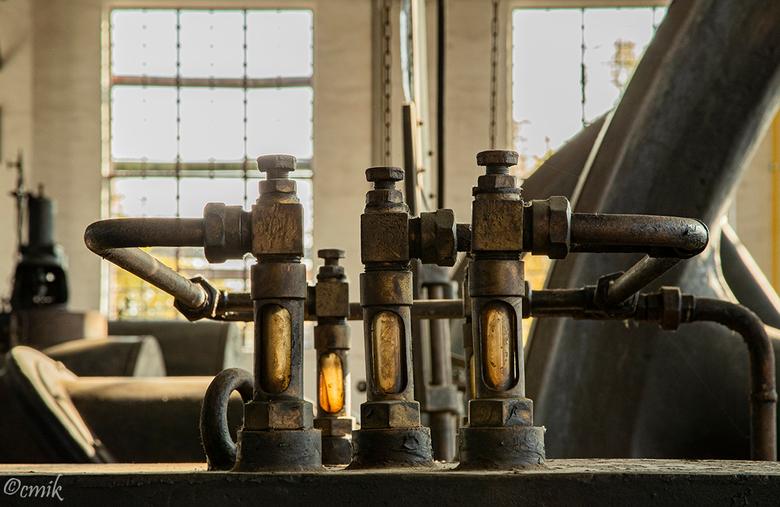 Dortmund: Industriedenkmal Kokerei Hansa (Duitsland) - Oliepijl controleren.<br /> De centrale cokesfabriek Hansa is de laatste van 17 cokesfabrieken