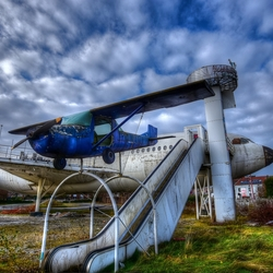 abandoned airplane restaurant