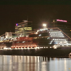 MS Koningsdam in Adam