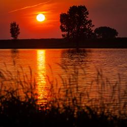 zonsondergang aan de maas II