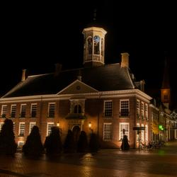Raedhuys Dokkum bij nacht