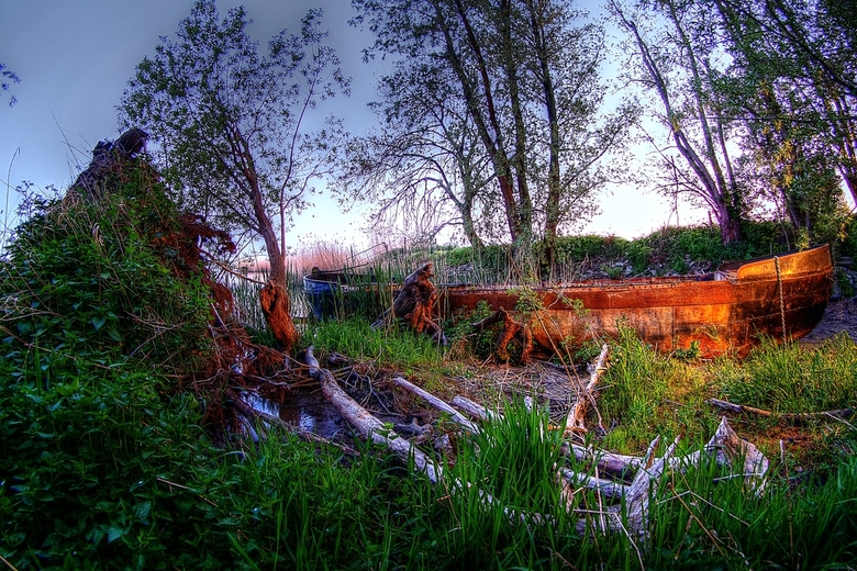 HDR Roestige boot -
