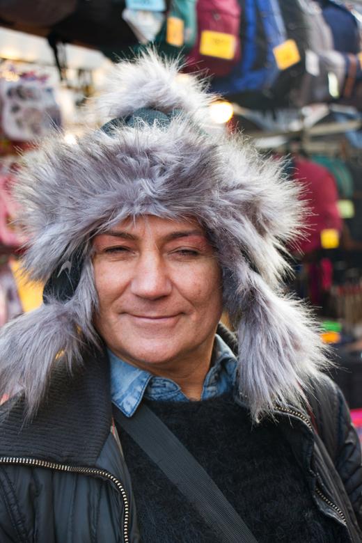 Ik ben een muts.... - ...liefhebber zei deze vrolijke man op de Amsterdamse Albert Cuijpmarkt