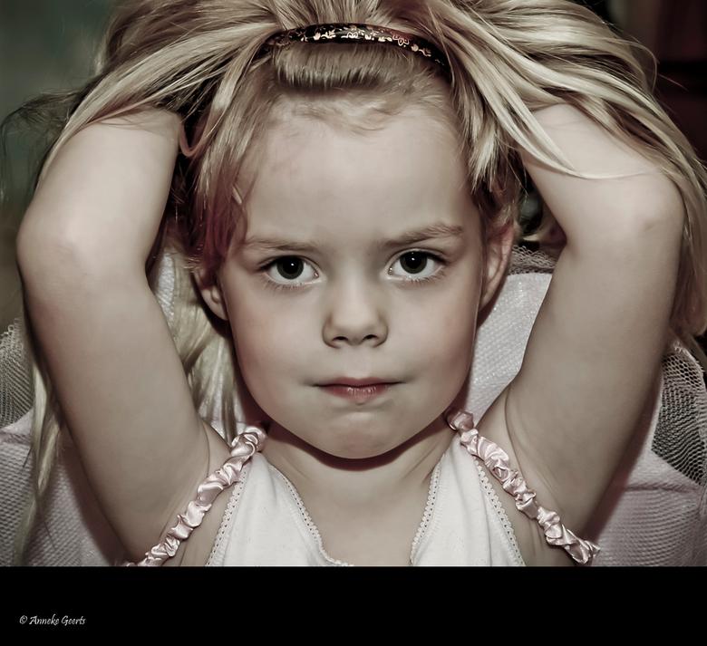 Mijn prima ballerina... - Vanochtend 06.30 uur, ik schiet wakker, oei de kinderen moeten naar school! Gauw de badkamer in en ineens dringt het tot me