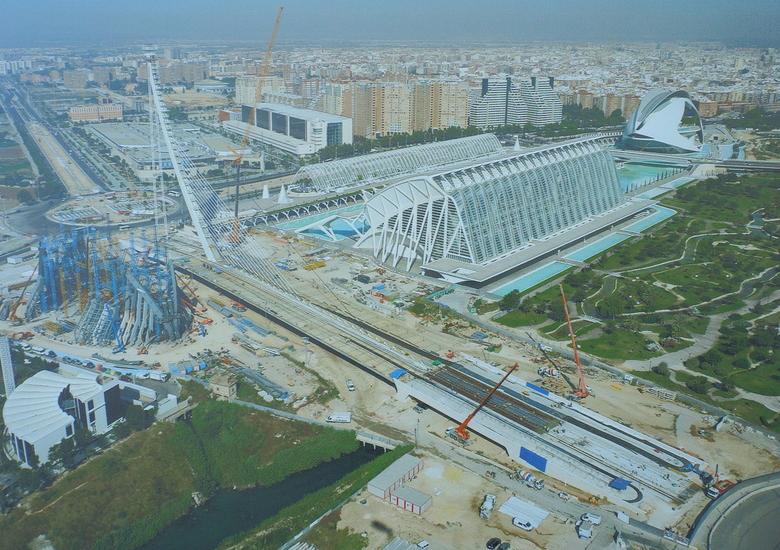 Valencia 34 - Even een overzicht...van het Calatrava Spektakel...en je ziet  weer de Punten.<br /> Zou zoom ze  ook zien...?