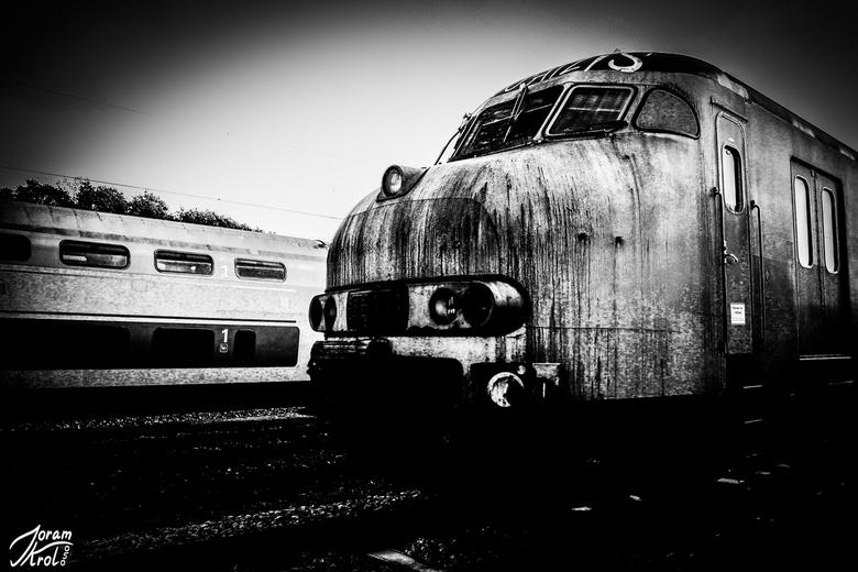 treinstel dat wacht op sloop -