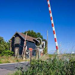 Een overweg aan een opgeheven overweg in Normandie joep van rheenen