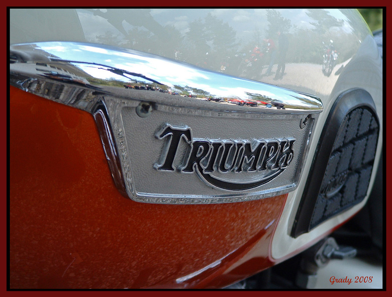 Triump tank reflecties -