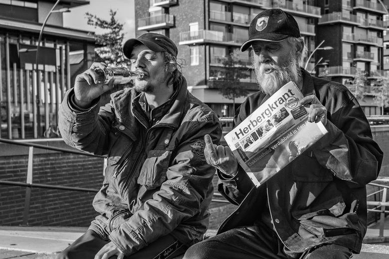 Mannen van de straat  - Na een goed gesprek mocht ik een foto van deze twee heren nemen. Een bijzondere ontmoeting
