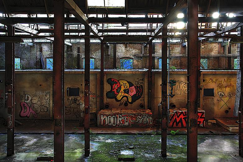 """Graffiti - Blijft toch leuk om in Urbex locaties platen te schieten <img  src=""""/images/smileys/smile-big.png""""/> Zeker als er na jaren steeds meer &#03"""