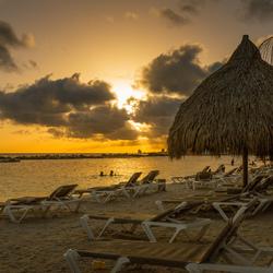Warme zomeravonden, zonsondergang en genieten