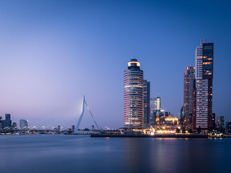 Erasmusbrug - Dit vind ik zo'n waanzinnig mooie plek van Rotterdam.. Ik blijf er terug komen, want ik ben er niet snel uitgekeken! Gemaakt tijden